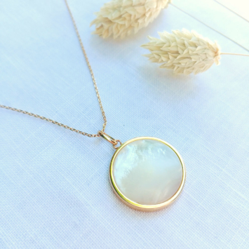collier médaillon en nacre or bijoux or bijoux créateur france