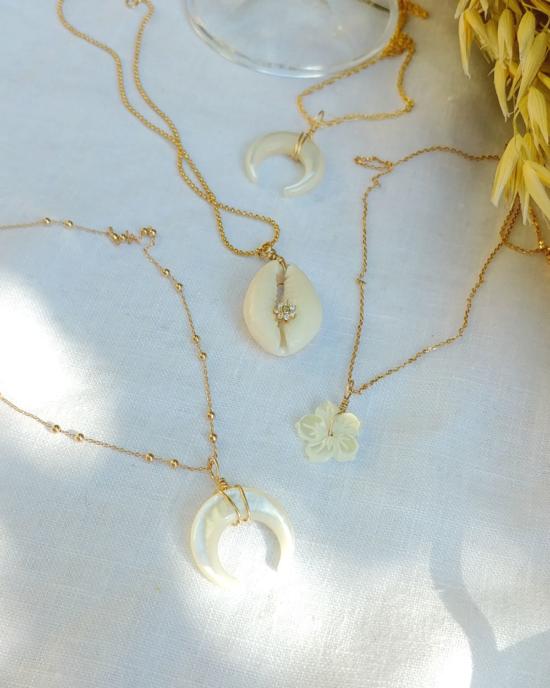 colliers nacre coquillage cowrie cauri bijoux or fait main bijoux créateur