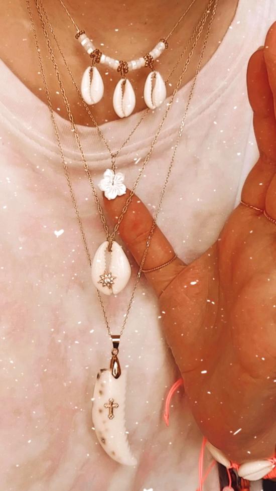 accumulation bohème colliers heishi nacre coquillage cowrie cauri bijoux or fait main bijoux créateur france