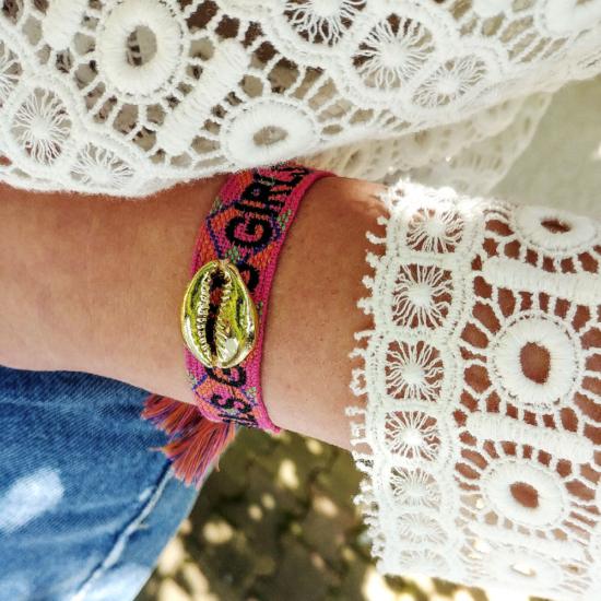 bijoux tendance bracelet brésilien coton tissé mot brodé girls avec pompons cauri or