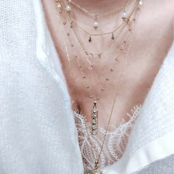 accumulation bohème coeur étoiles parchemin message médaille sainte vierge marie madone colliers bijoux or fait main bijoux créateur france