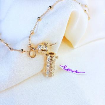 collier pendentif parchemin qui s'ouvre pour glisser un message plaqué or