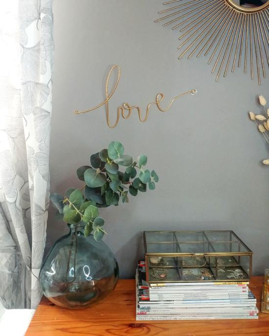 décoration murale et porte bijoux pour ranger ses colliers mot love fait main créateur bijoux france