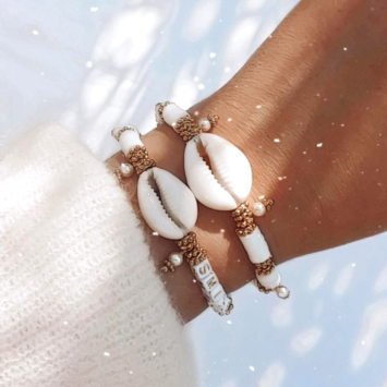 bracelets mot à personnaliser tendance fait main bracelet heishi surfer coquillage cauri bohème bijoux créateur