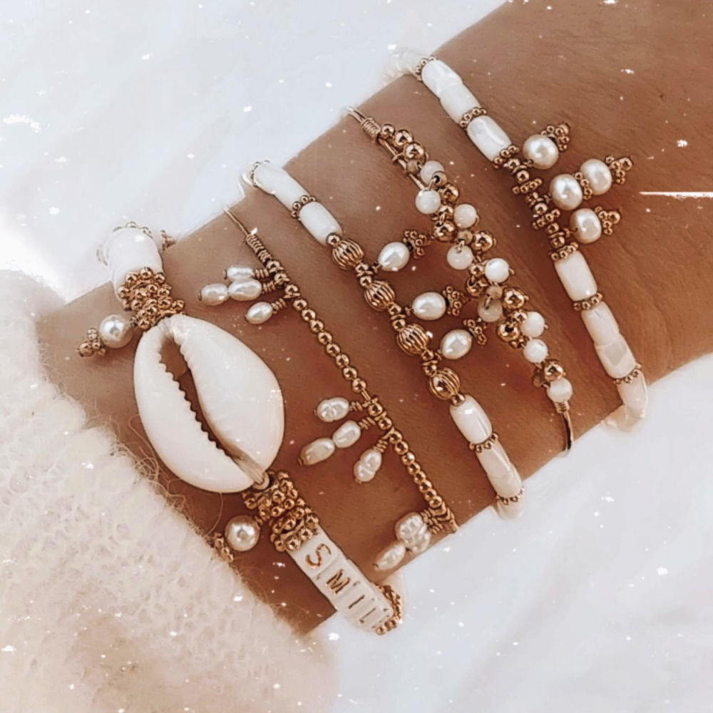 bracelet heishi nacre jonc perle eau douce coquillage cauri motbijoux or fait main bijoux créateur