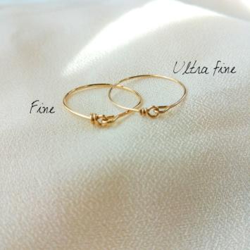 bagues anneaux fins et simples à superposer bijoux tendance de créateur fait main plaqué or