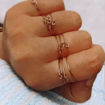 bague semainier simple fin gold filled anneau perle bijoux à accumuler créatrice fait main france