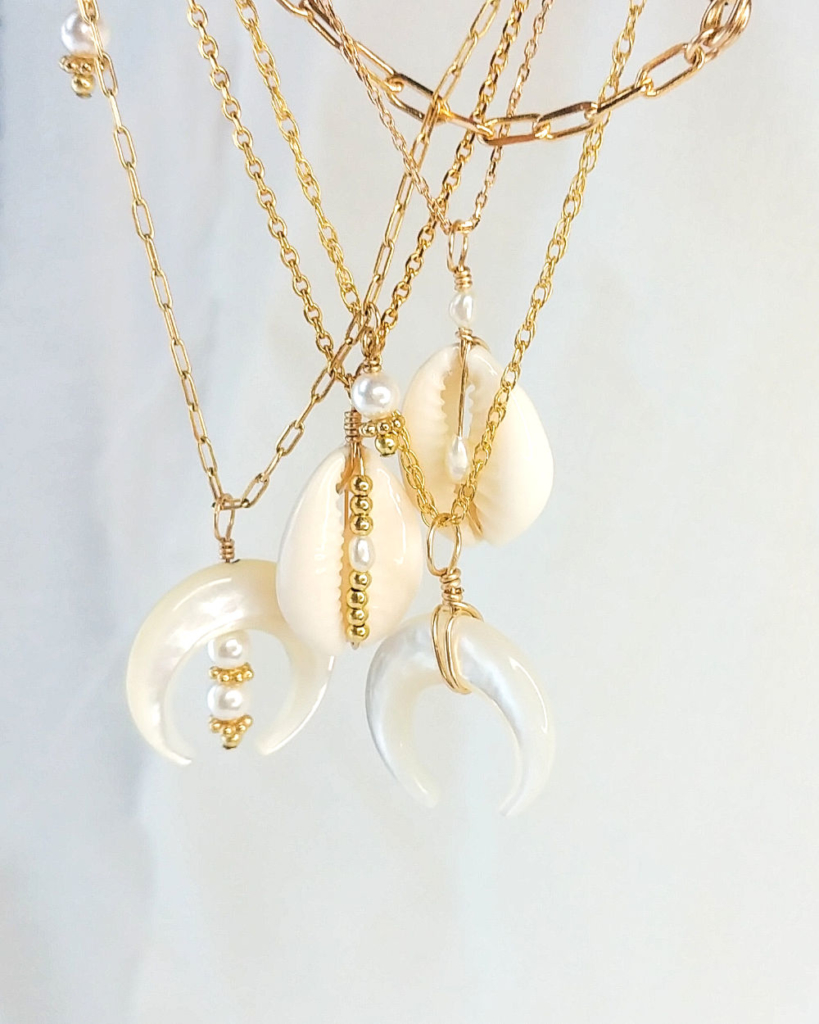 colliers corne demi lune nacre coquillage cauri bohème perles or fait main créatrice france
