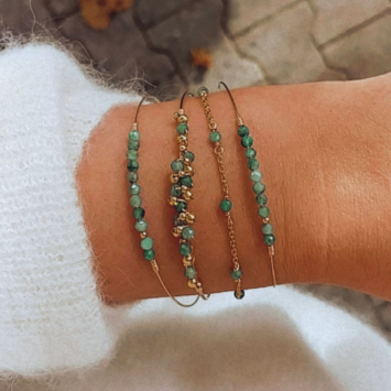 bracelets joncs fin or perles tissage pierres précieuses émeraudes et perles nacres blanches or fait main en france bijoux créateur tendance